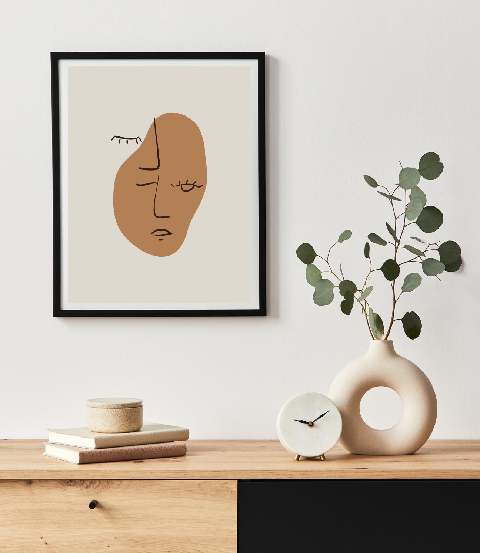 Avoir la Tête à l'Envers in Line Art, is a visual metaphor for the expression 'having your head upside down'