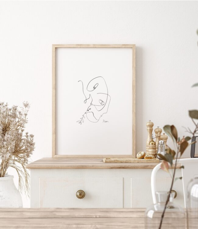 Parlez-vous la Paix? is part of a modern triptych inspired by Picasso's famous 'Dove of Peace'. The main subject of this series is to explore the relatedness and cognitive abilities in between men and birds.