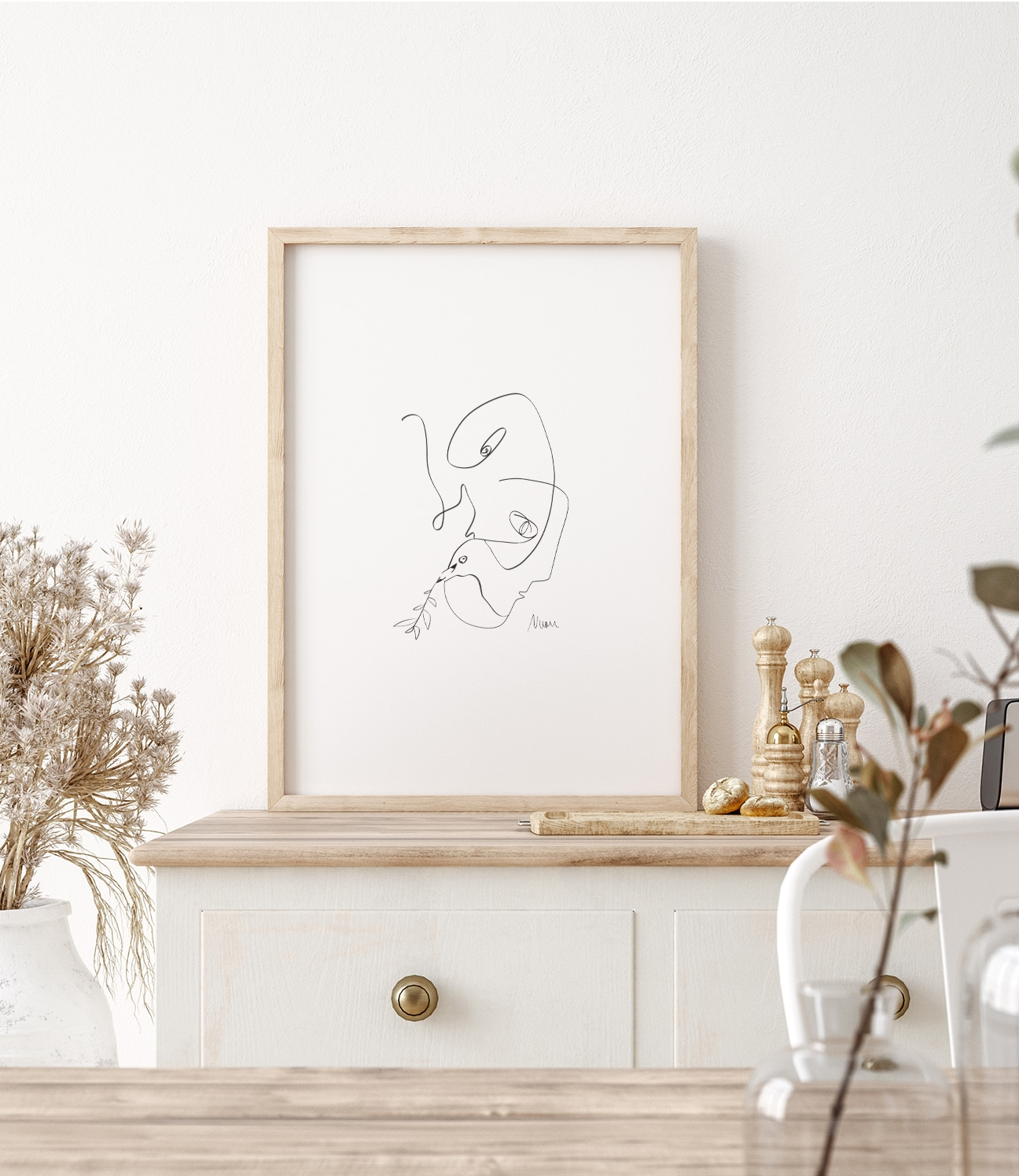 Parlez-vous la Paix? is part of a modern triptych inspired by Picasso's famous 'Dove of Peace'. The main subject of this series is to explore the relatedness and cognitive abilities in between men and birds | Art by Ninon